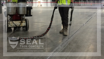 Sealing joint, crack in asphalt or concrete surfac